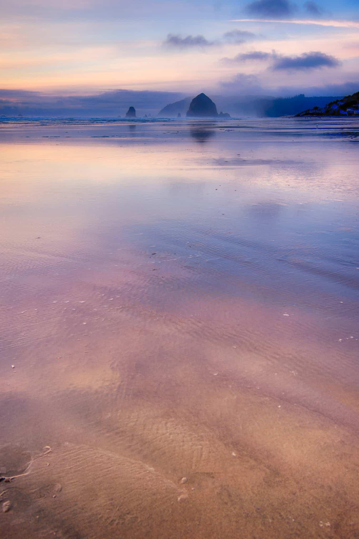 Haystack Rock at Cannon Beach - Oregon's Pacific coast