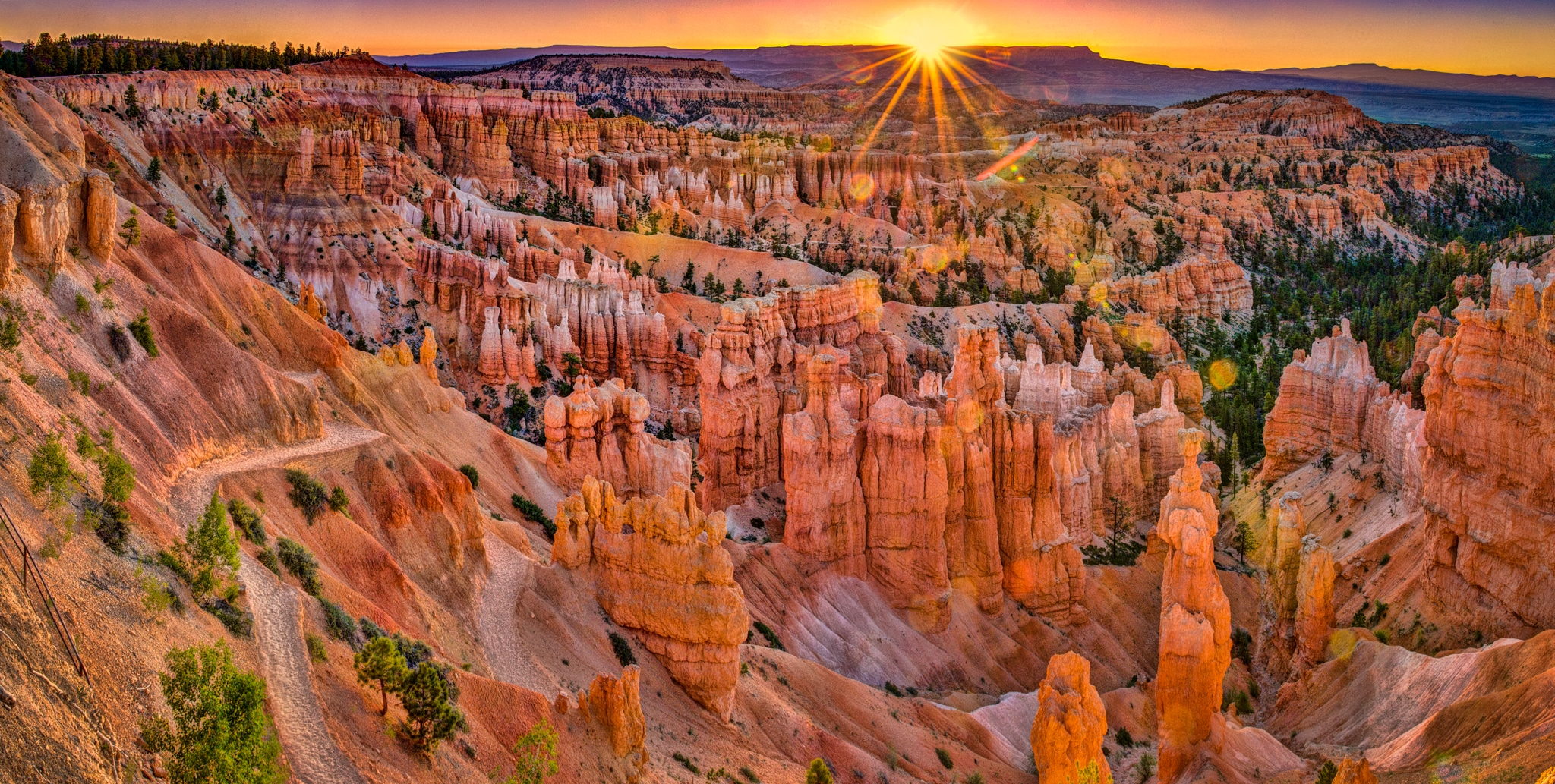 Sunrise view from Sunset Point in Bryce Canyon National Park, Utah.