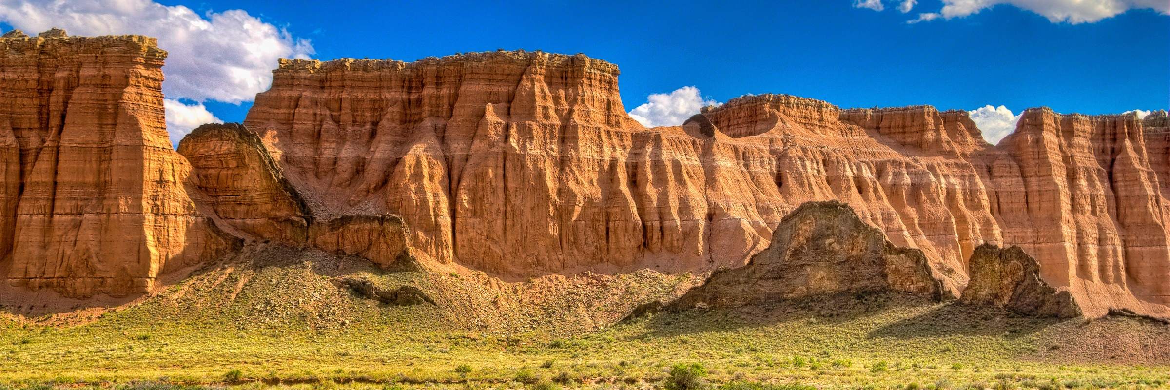 Lava dyke along Caineville Wash Road in Capitol Reef National Park.