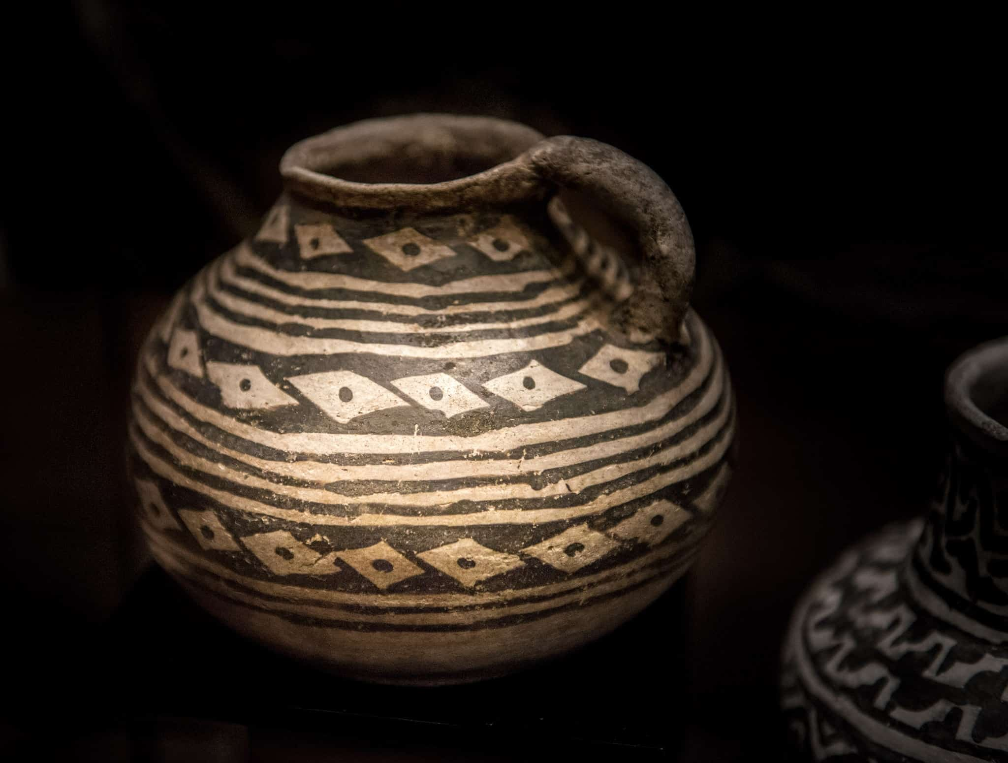 A ancestral Pueblan pot on exhibit in the Tusayan Museum on the South Rim of the Grand Canyon in Arizona.