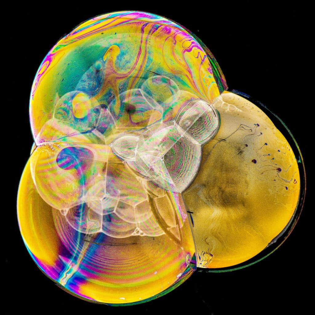 Colorful compound soap bubbles