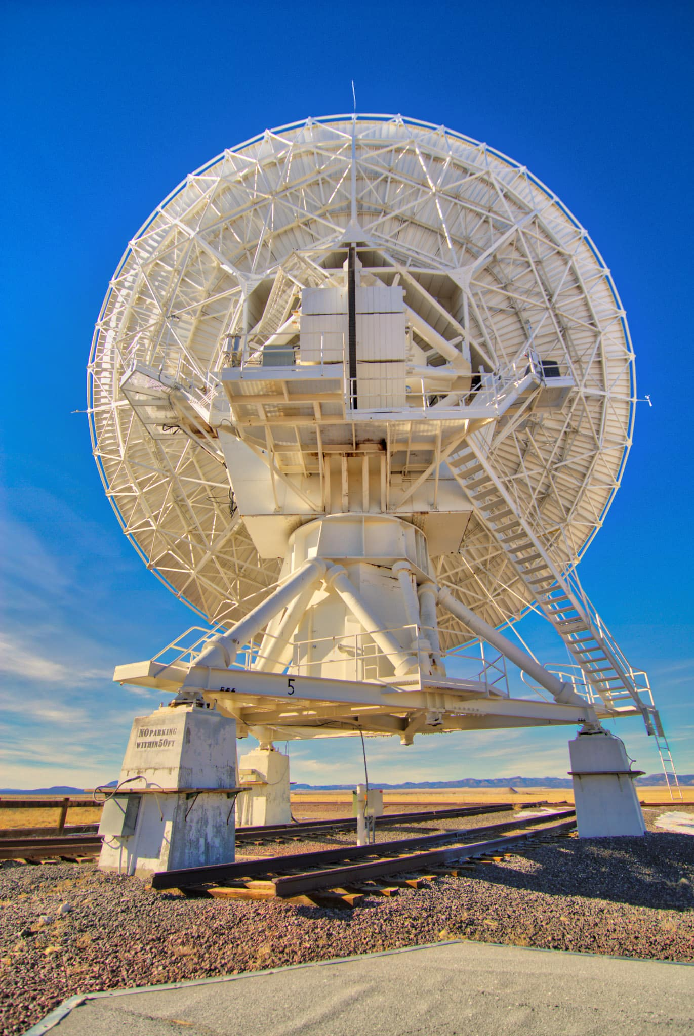 Antenna of the Very Large Array radio observatory, west of Socorro, New Mexico.