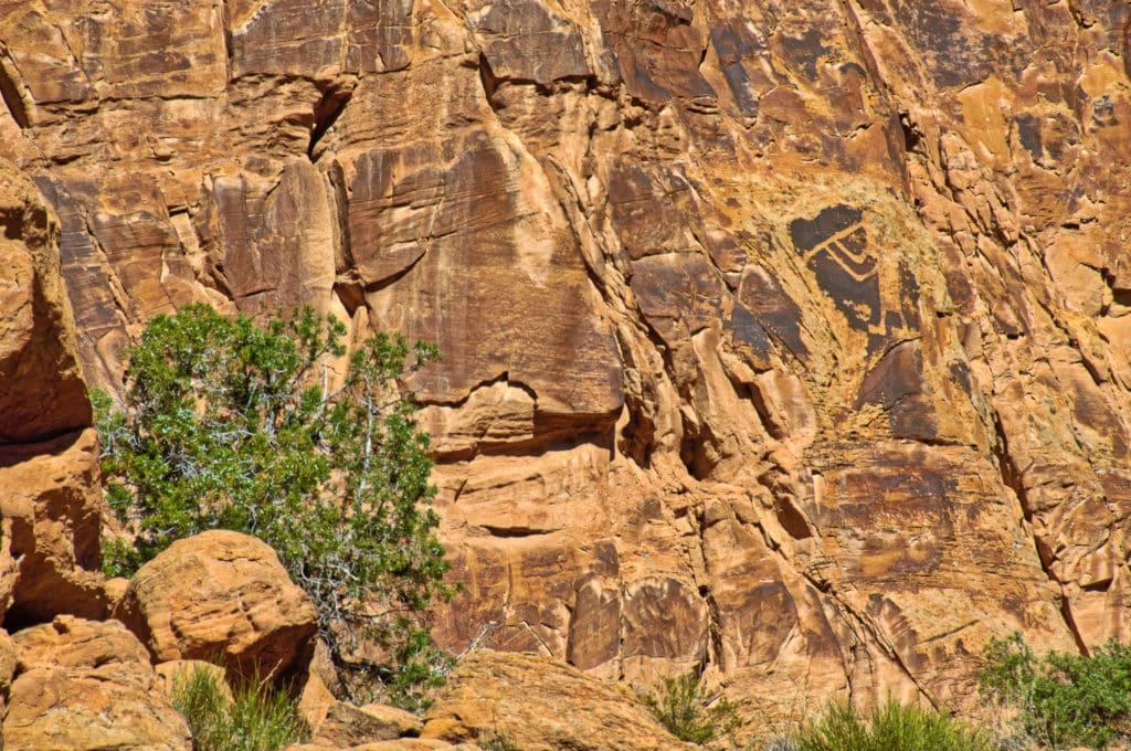 Petroglyph of Kokopelli serenading tourists along Cub Creek Road In Dinosaur National Monument.