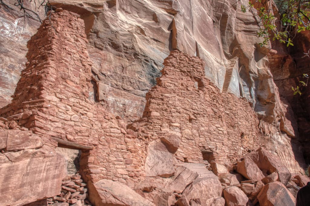 This is a shot of the main surviving walls at the Sinaguan cliff dwelling at Palatiki, near Sedona, Arizona.