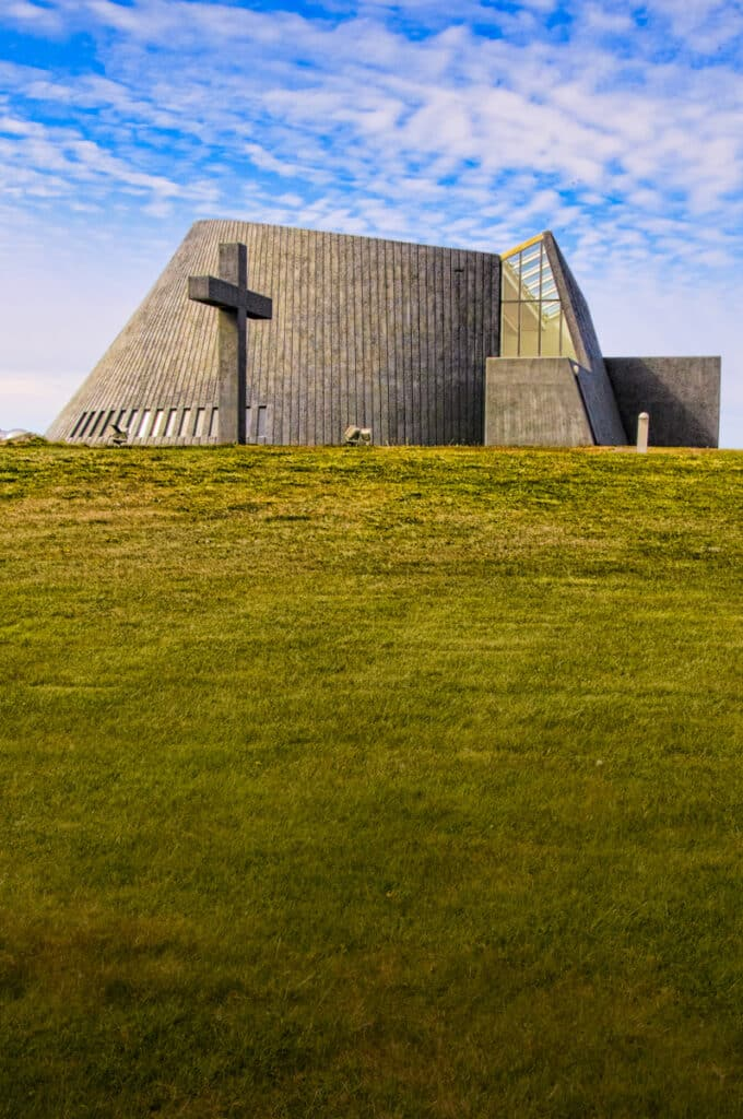 What does this modern church on a hill above the town of Blönduós remind you of? A volcano, maybe? The architect, Dr. Maggi Jónsson, is said to have taken inspiration from the surrounding landscape when he designed this parish church, which was consecrated in 1993.